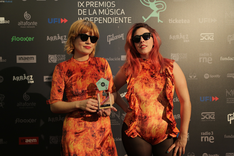 Las Bistecs con su Premio Sol Música al Mejor Videoclip.JPG